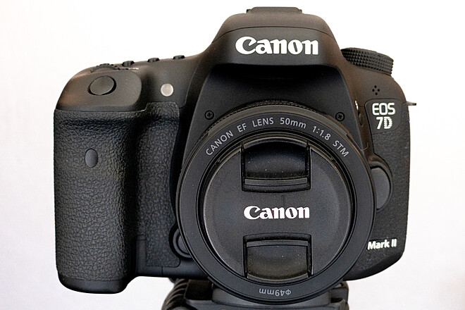 Canon EOS 7D Mark II + 50mm f1.8 STM