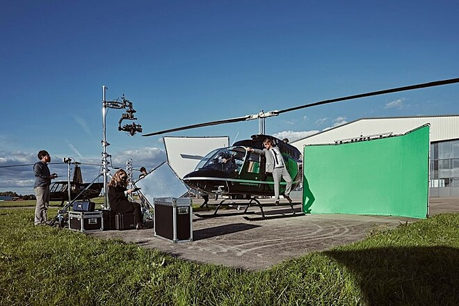 LARGE Portable Green Screen | 13ft x 9.5ft + Floor Coverage | 9ft x 10ft
