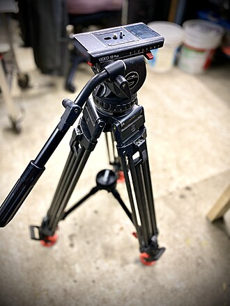 Sachtler video18P tripod with off the ground speaker