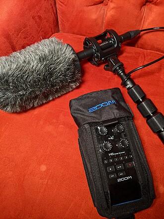 Sennheiser MKE 600 Shotgun Microphone w/Boom, Recorder and Accessories.