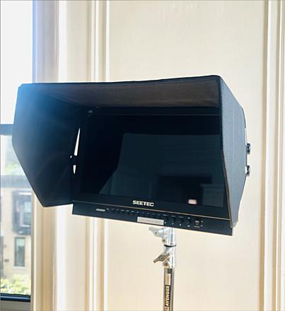 "Seetec (FeelWorld) 17.3"" Video Broadcast Monitor + sun shade+ mount"