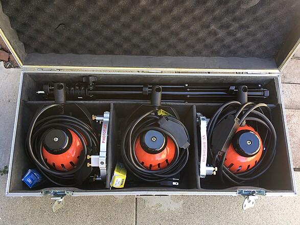 Red Head Open Face light kit (650W) w/ Speed Rings - 3 Lights
